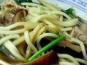 Soupe chinoise nouilles, porc légumes