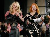 Pamela Anderson défile pour Vivienne Westwood
