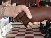 enfants jouent échecs Guyane