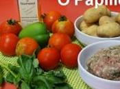 Tomates farcies accompagnées pommes terre poivrons