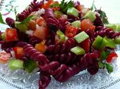 Salade pâtes psychédéliques idée pour recycler l'eau cuisson betteraves