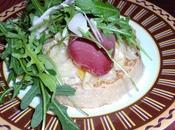 Mise scène d'un crumpet d'une fondue poireaux
