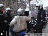 motard fait cinéma face police (video)
