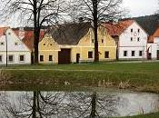 Ailleurs: village rustique Holašovice