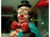 Pourquoi clown Auguste t-il rouge