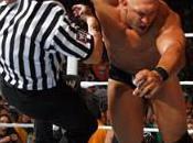 Nexus attaquent Vincent McMahon