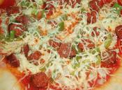 Pizza poivrons, oignons merguez cuite Cobb