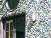 maison recouverte canettes pour l'environnement