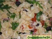 Salade pates avec jambon ganda, roquette, olives mozzarella