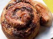 Rouleaux (pâte levée) saveur myrtilles pointe d'orange, fourrés chocolat noir, amandes groseilles