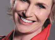 Maquillage mois Jane Lynch alias Sylvester dans Glee