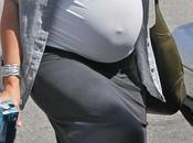 Quelle femme enceinte porte mieux look boyfriend