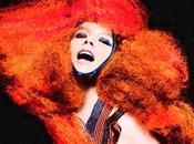 Björk, rousse décoiffe