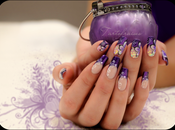 Nail stroke violet french manucure