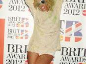 Brit Awards 2012 lionne Rihanna prend pour Picasso