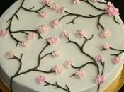 Gâteau cerisier japonais décoré avec poche douille