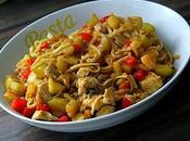 Nouilles curry citron sautées, poulet, poivrons courgettes