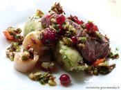 """Assiette """"terre-mer"""", façon Sébastien Bontour """"Etoiles Mougins"""": filet boeuf noix Saint-Jacques, salsa fruits rouges écrasé pommes terre olives."""