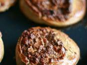 Roulés briochés sans gluten miel épices Noël avec noix noisettes dedans.