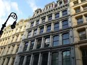 Admirer cast-iron buildings SoHo