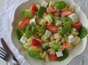 Salade pâte, pousse d'épinard, fraises chèvre frais
