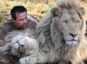 Kevin Richardson, l'homme fait calins lions sauvages