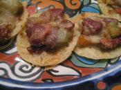 Tostada, bouchées mexicaines haricots rouges légumes