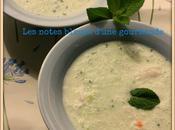 Délicieuse soupe froide concombre menthe crabe