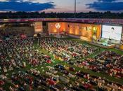 canapés dans stade pour regarder matchs Coupe Monde