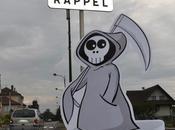village Haute-Savoie installe drôles panneaux contre vitesse
