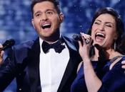 Michael Bublé Idina Menzel chantent Noël Baby it's cold outside
