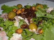 salade composée, jambon, olives farcies l'amande, raisins secs noisettes grillées...
