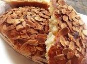 Galettes briochées marzipan nappée confiture abricot amandes grillées
