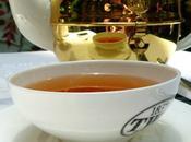 Déjeuner dans maison thé,