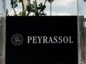 Commanderie Peyrassol métamorphose terrasse Monsieur Bleu luxuriant jardin provençal été.