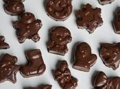 Petits chocolats moulés fourrés praliné