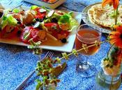 Repas méditerranéen avec salade Caprese