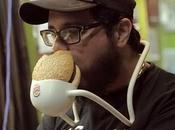 tous amateurs burgers, voici comment manger hamburger sans salir mains