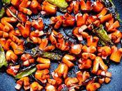 Saucisses Knackis poulet sublimées forme fleurs légèrement caramélisées sauce d'huître piments Padrón celles enfance