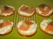Canapés apéritifs express légers saumon fumé, fromage blanc l'aneth pour grands pressés
