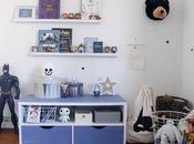 Dans chambre Mathis petit meuble bleu