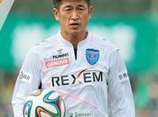 footballeur japonais toujours professionnel plus ans, record