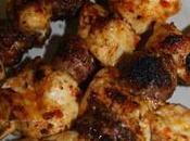 Brochettes poulet saucisses croûte d'épices