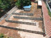 construit labyrinthe devant pour éviter