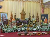 Udonthani. Préparatifs cérémonie funérailles moine Luang Chan