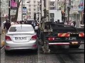 voiture stationnée, camion remorquage déplace moins d'une minute