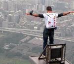 Felix Baumgartner saute plus haute tour monde