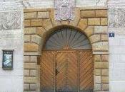 Visiter: Martinický palác, voir éventuellement