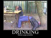 Image insolite L'alcool rend yoga possible