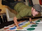 Kellan Lutz joue Twister